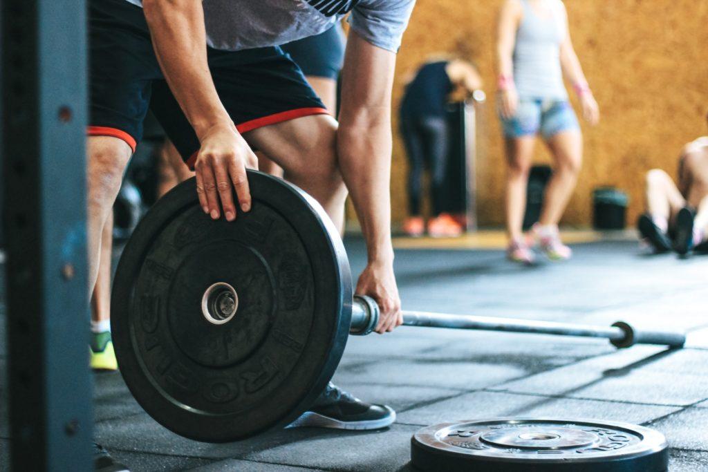 Что лучше - тренировка со свободными весами или на тренажерах 1