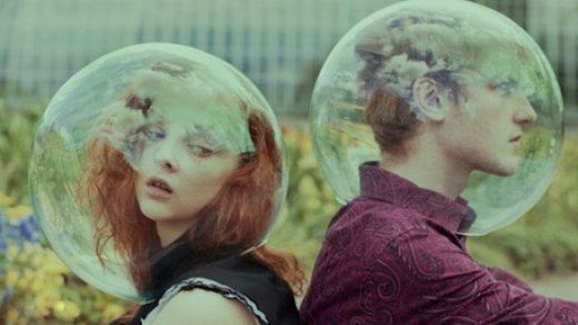 Девушка и парень спиной друг к другу   красивые фото, картинки (9)