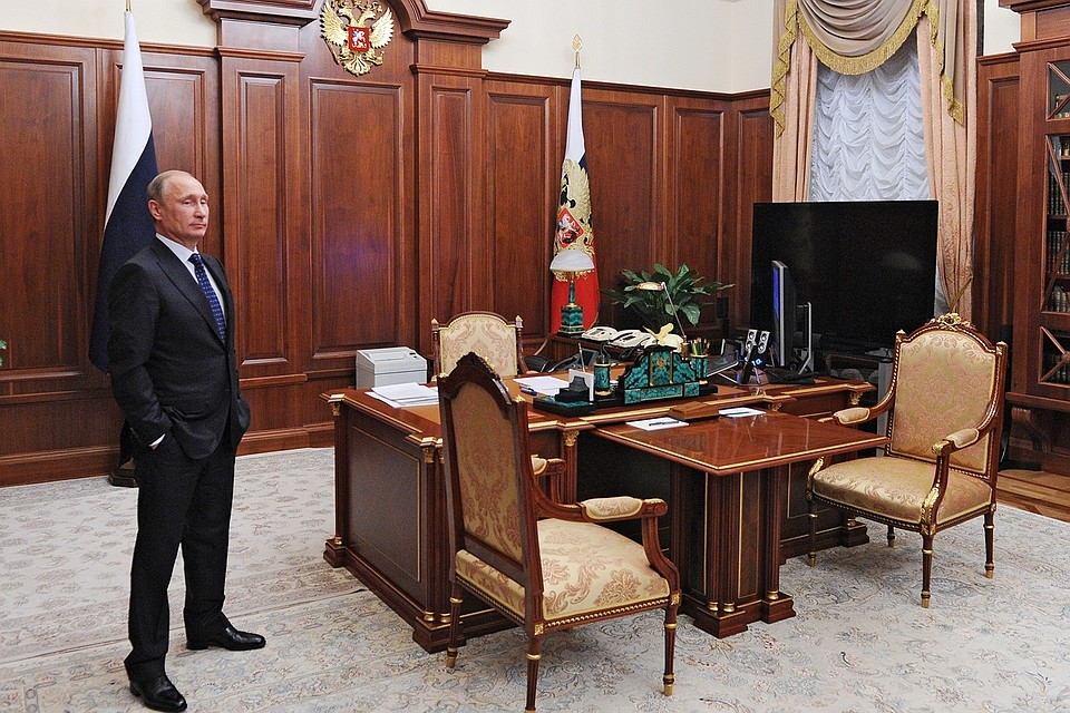 фото Путина в кабинете (1)