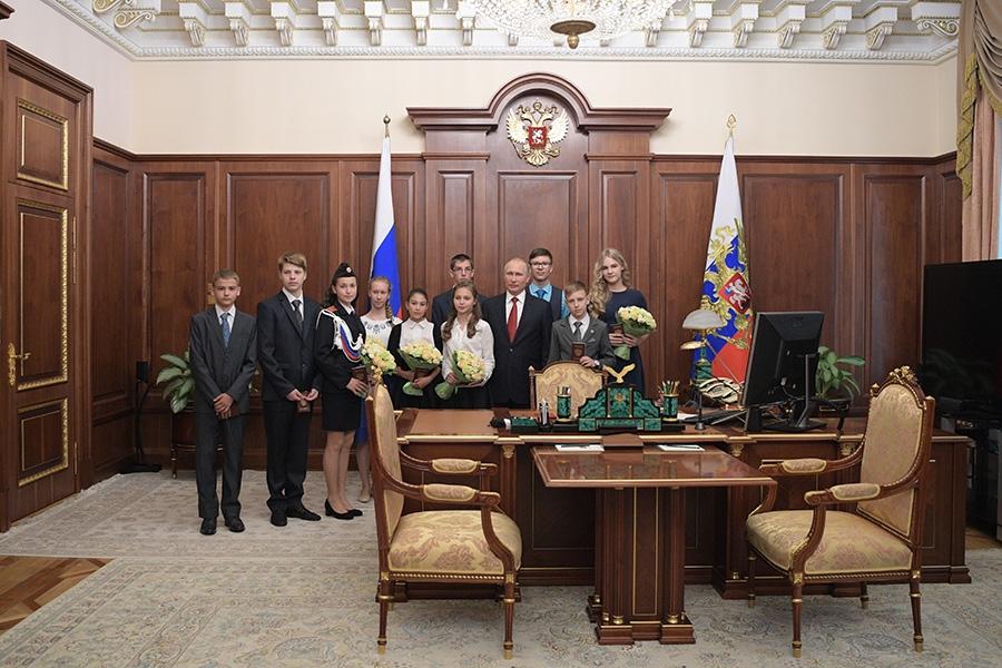 фото Путина в кабинете (2)
