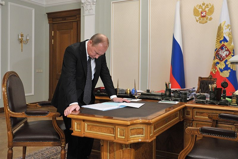 фото Путина в кабинете (4)