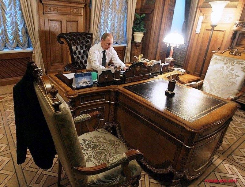 фото Путина в кабинете (5)