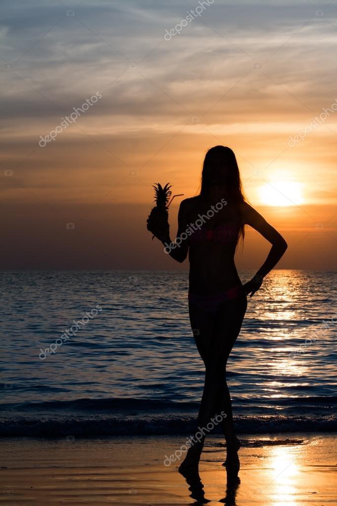 Красивые фото женщин на море012