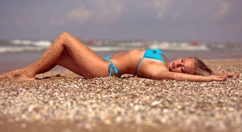Красивые фото женщин на море017