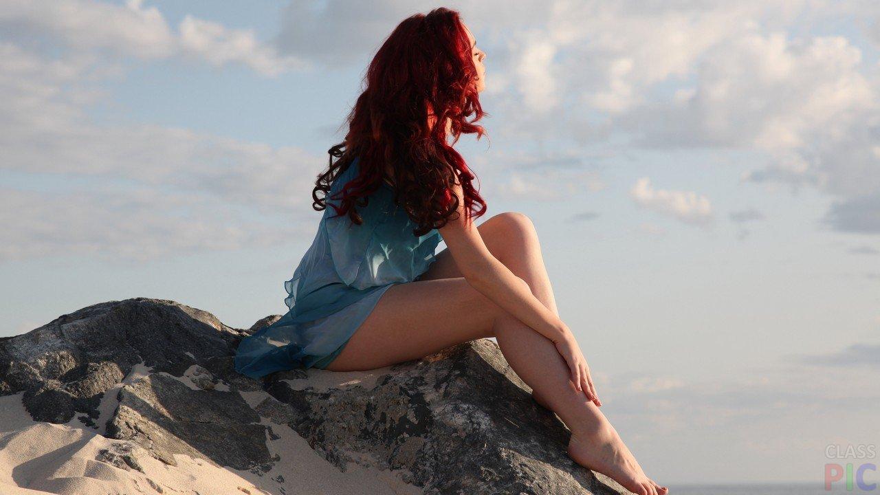 Красивые фото рыжей девушки на аву в ВКонтакте   20 картинок (19)