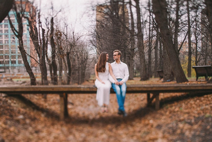 Пара в парке осенью 005