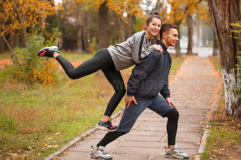 Пара в парке осенью 010
