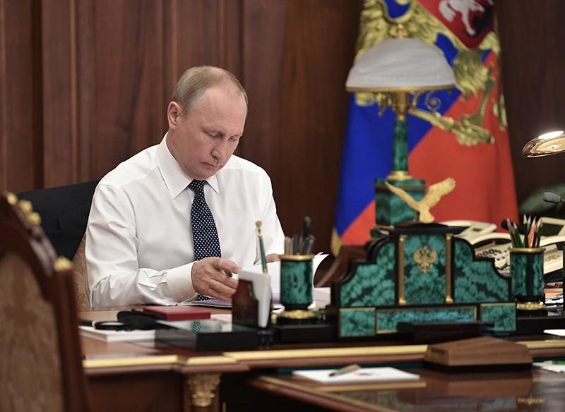 фото Путина в кабинете (15)
