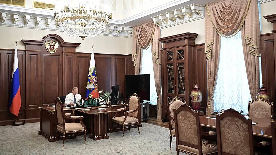 фото Путина в кабинете (19)