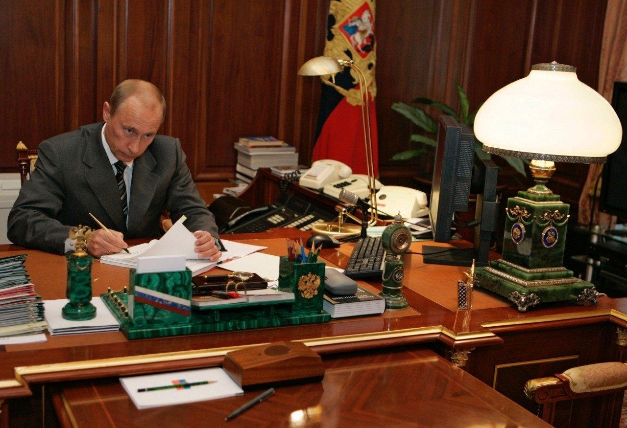 фото Путина в кабинете (6)