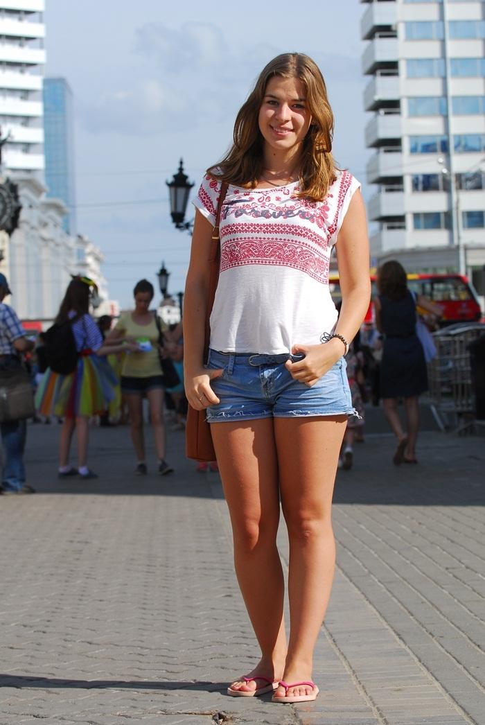 фото девушек в футболке и в шортах (12)