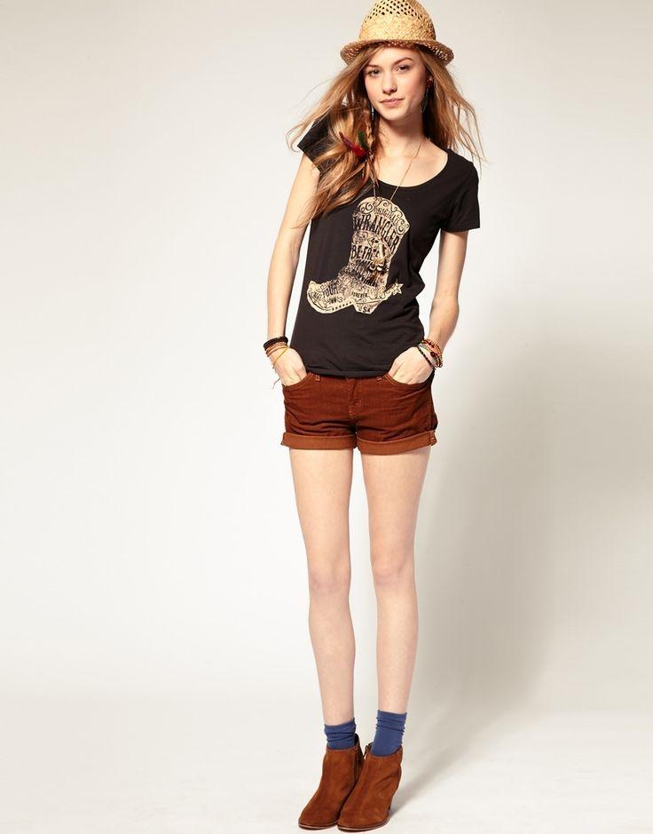 фото девушек в футболке и в шортах (19)