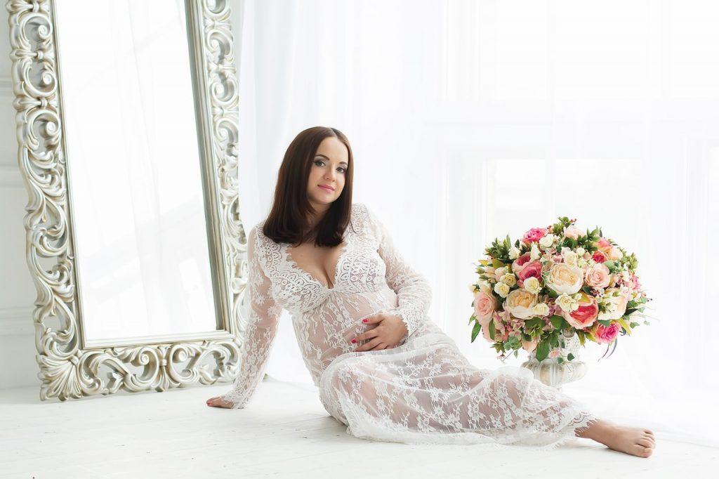 Будуарная фотосессия беременной женщины - лучшие фото (16)