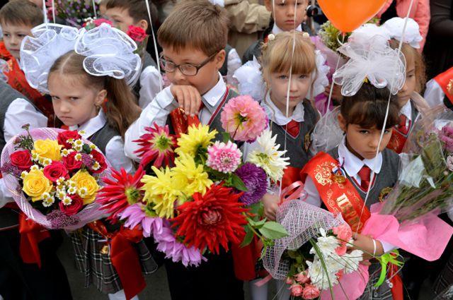 Букеты из георгинов на 1 сентября - фото (19)