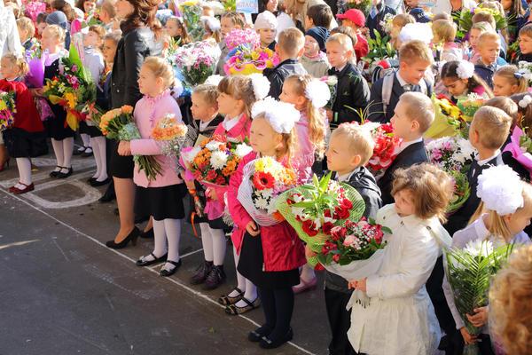Букеты из цветов на 1 сентября - фото идеи (2)