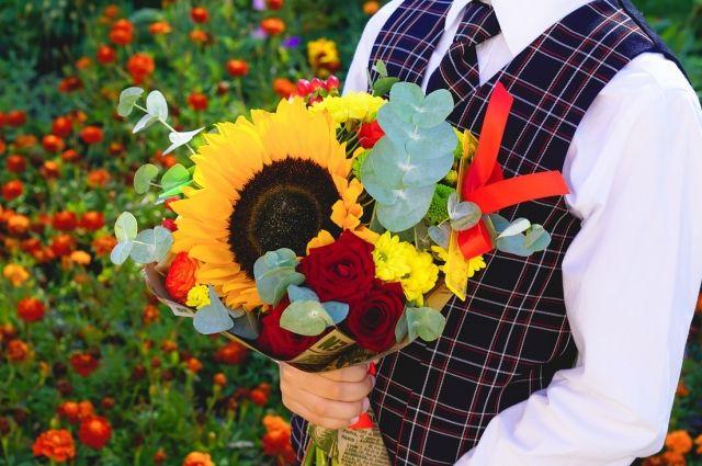 Букеты из цветов на 1 сентября - фото идеи (4)