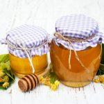 Можно ли мед хранить в пластиковой бутылке?