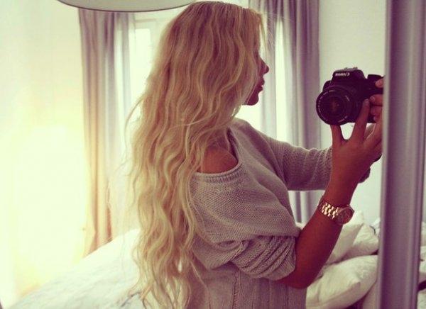 Блондинки с короткими волосами на аву со спины004
