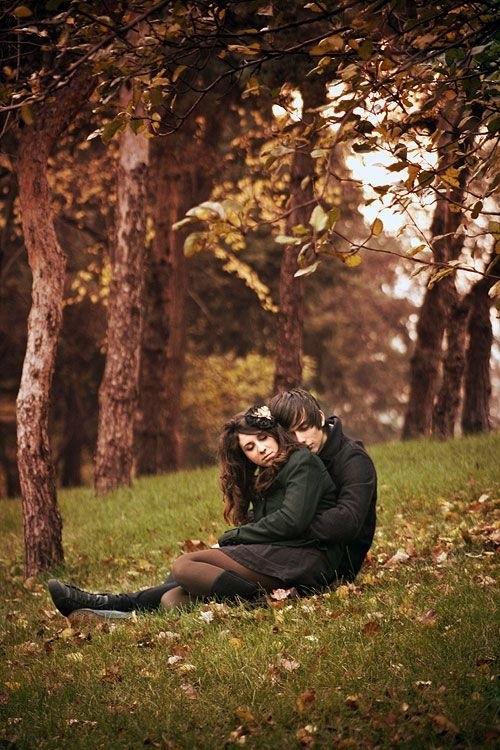 Влюбленные в лесу красивые фотографии024