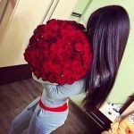 Девушка без лица с цветами на аву без лица