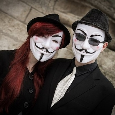 Девушка в маске фото на аву в ВК002