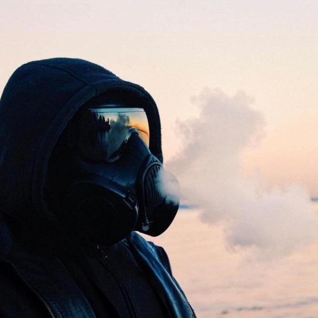 Девушка в маске фото на аву в ВК004