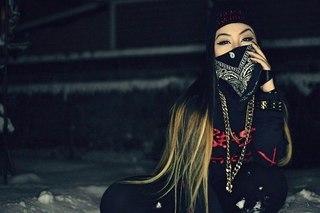 Девушка в маске фото на аву в ВК023