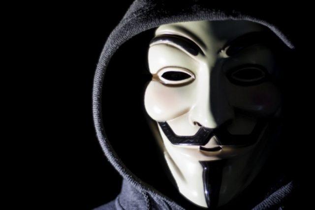 Девушка в маске фото на аву в ВК027