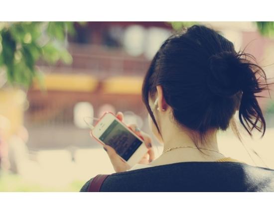 Девушка на аву со спины с короткими волосами018