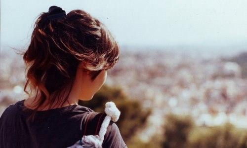 Девушка на аву со спины с короткими волосами020