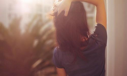 Девушка на аву со спины с короткими волосами025