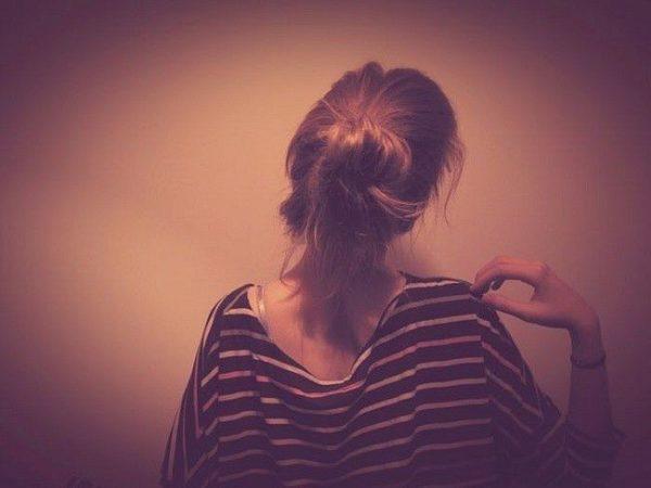 Девушка сзади фото на аву с русыми волосами005