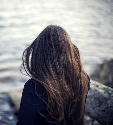 Девушка сзади фото на аву с русыми волосами025