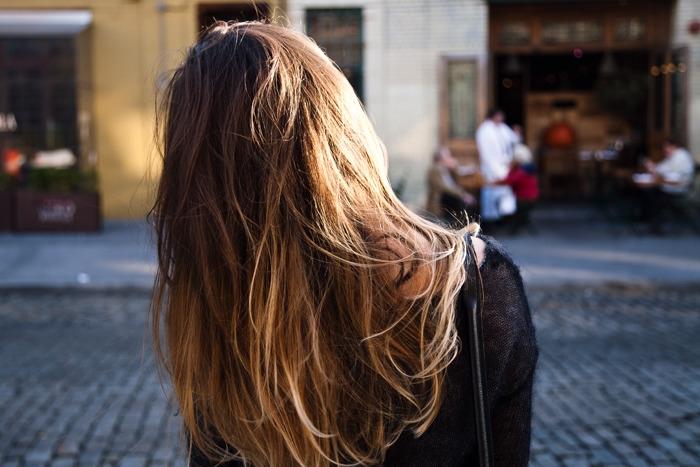 Девушка сзади фото на аву с русыми волосами026