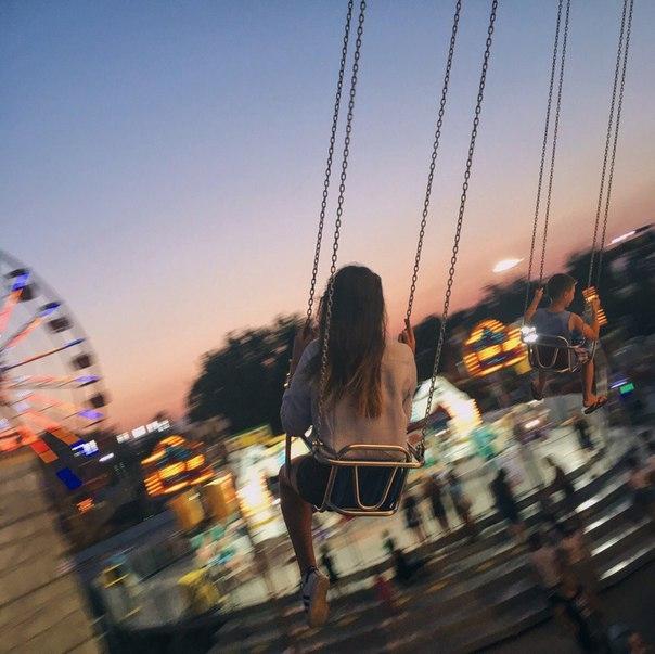 Девушка сзади фото на аву с русыми волосами027