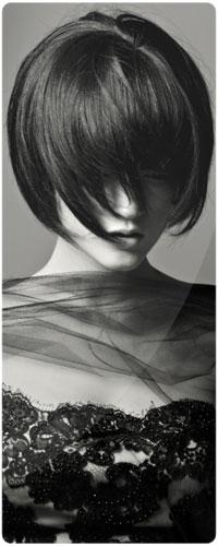 Девушка с короткой стрижкой со спины на аву004