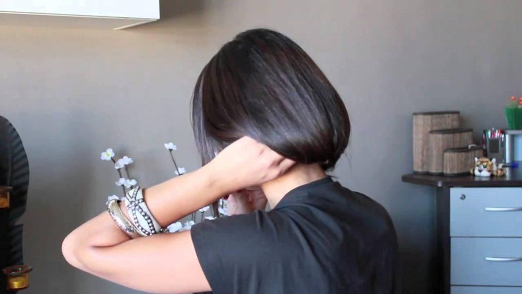 Девушка с короткой стрижкой со спины на аву013