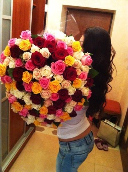 Девушка с цветами фото со спины на аву006