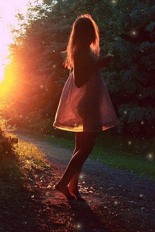 Девушка с цветами фото со спины на аву021