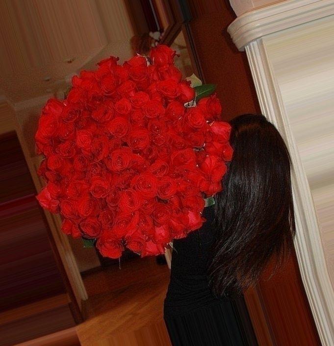 Девушки с розами без лица на аву