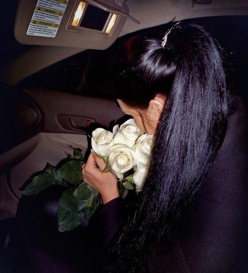 Девушки брюнетки со спины с длинными волосами на аву014
