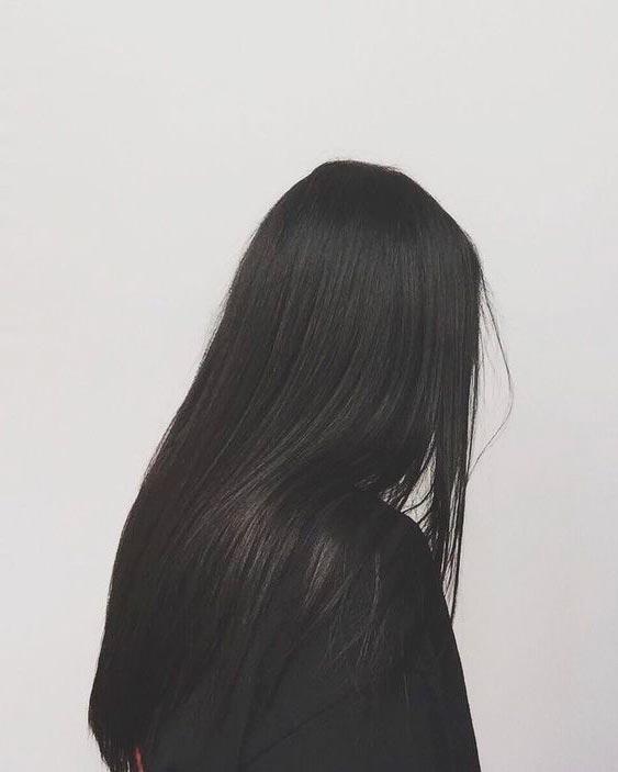 Девушки брюнетки со спины с длинными волосами на аву020