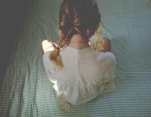 Девушки со спины осенью с русыми волосами012
