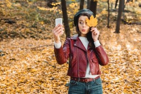 Девушки со спины осенью с русыми волосами014