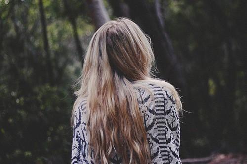 Девушки со спины осенью с русыми волосами018