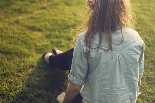 Девушки со спины осенью с русыми волосами019
