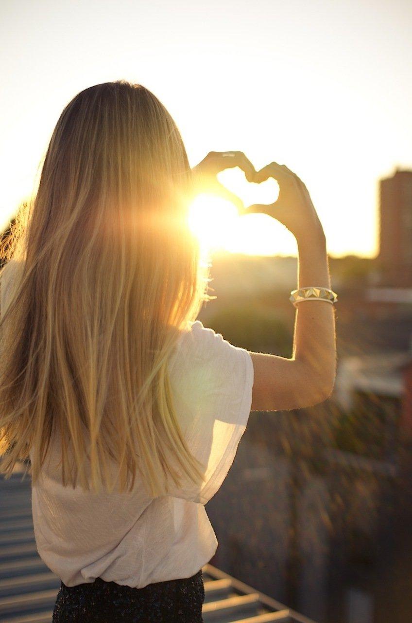 Картинка на аву для девушки блондинки осень со спины (13)