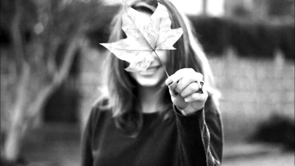 Картинка на аву для девушки блондинки осень со спины (14)