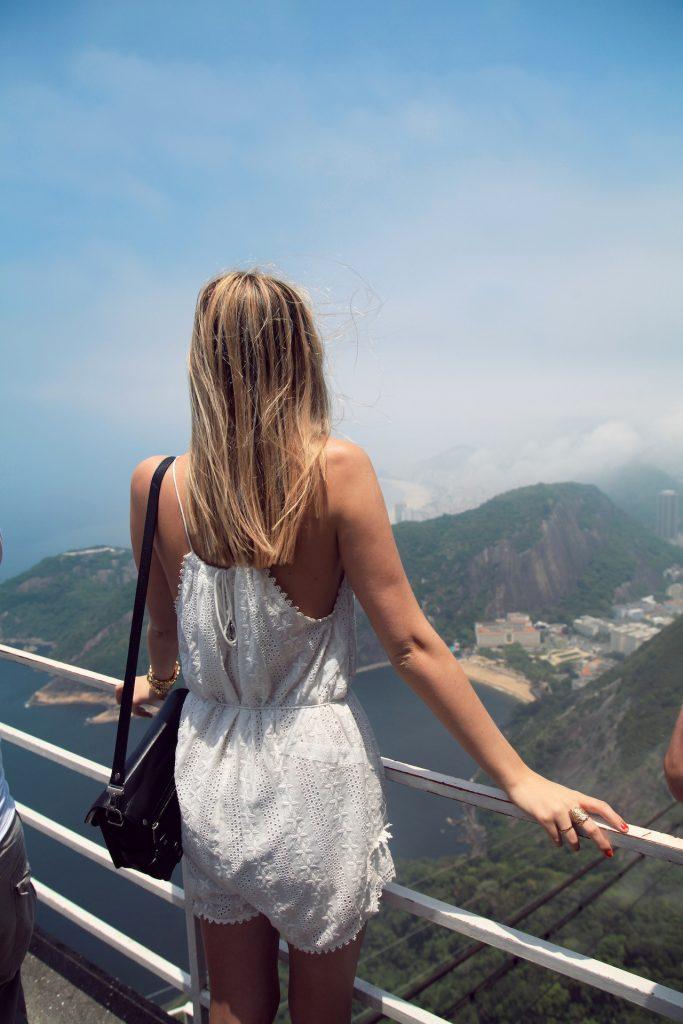 Картинка на аву для девушки блондинки осень со спины (18)