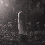 Картинка на аву для девушки блондинки осень со спины
